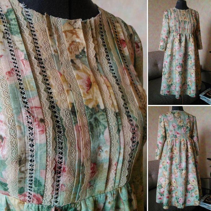 Всем хорошего денечка!)) вот такое замечательное платье приготовилось к примерке!! Лен, кружево-паутинка, мережка!)) будет воротничок и,  конечно, пуговки на планке!)) #ручнаяработа #платье #работыневпроворот #шьюишьючтоделать  #какперестатьшитьиначатьжить #ктомолодецямолодец # #шьюнепереставая #tailoring  #details #tailor  #platyushko_ручныеработы #platyushko_избранное #atelier #шью #fashion  #портной  #индпошив  #люблюсвоюработу #шьювсегда #шьювудовольствие #platyushko #детали #ателье…