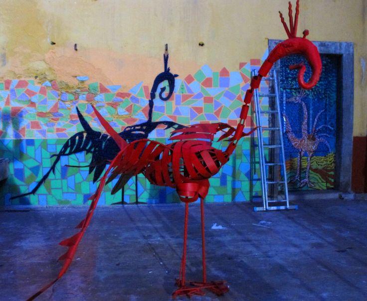 Pájaro con sombra pintada. Madeira