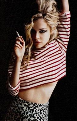 24 Hottest Riley Keough Photos