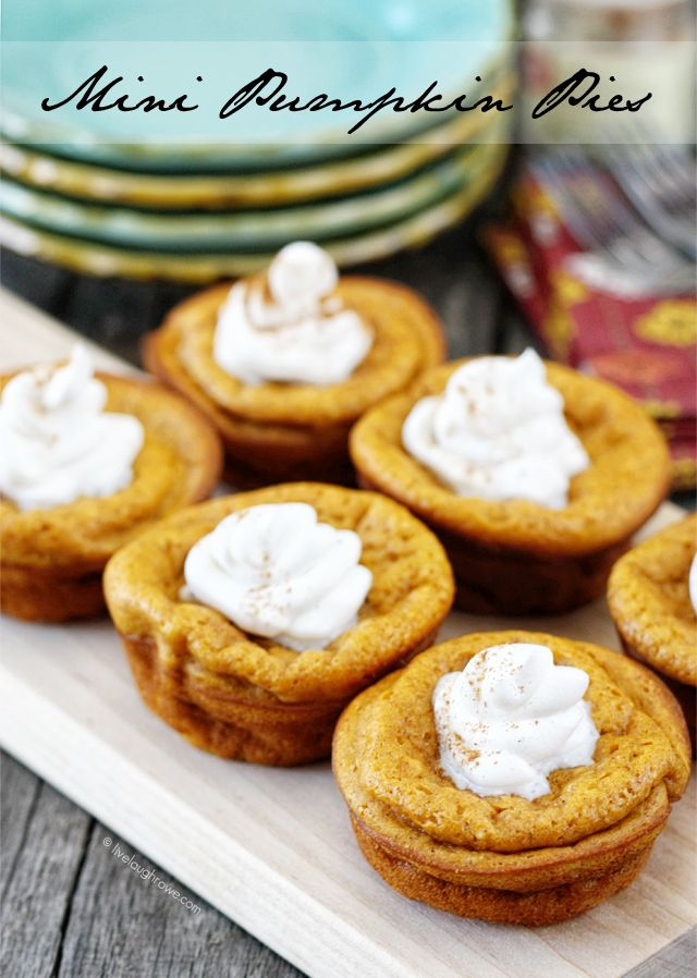 A crowd pleasing, make ahead recipe that allows for more family time during the holidays! Impossibly Easy Mini Pumpkin Pies. Recipe at livelaughrowe.com #getyourbettyon #pumpkinpie
