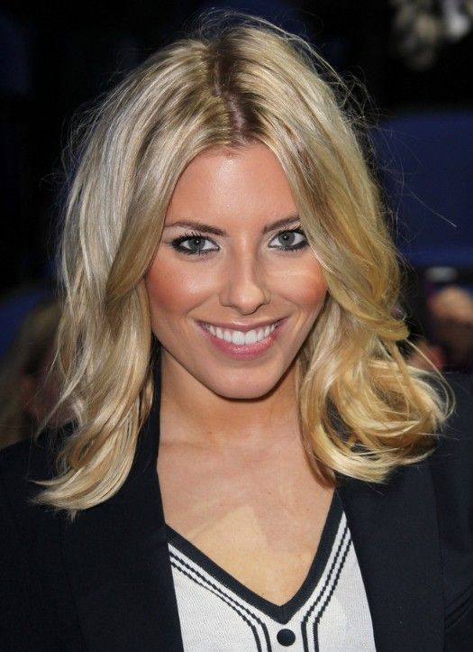 Celebrity Medium Blonde Wavy Hairstyle | Hairstyles Weekly