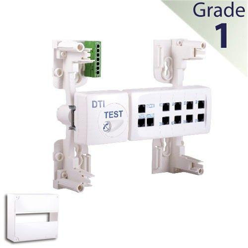 Les + produit de ce coffret VDI (Voix Données Image) : 1. Le Brasseur Multimédia Le Brasseur 8 RJ45 est constitué d'un boitier intégrant un filtre maître, des prises RJ45, des connectiques de départs pour câbles grade 1 (barrettes à CAD Connecteur Auto Dénudant), permettant de raccorder les prises RJ45 de communication d'une installation courant faible d'un logement. Ce Brasseur simplifie l'installation et permet le raccordement en étoile de 8 prises RJ45 en conformité avec la norme NF C…