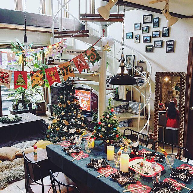 雰囲気溢れるお部屋に クリスマスパーティー向けインテリア クリスマスパーティー テーブル クリスマスパーティー 飾り付け クリスマス 部屋 飾り付け
