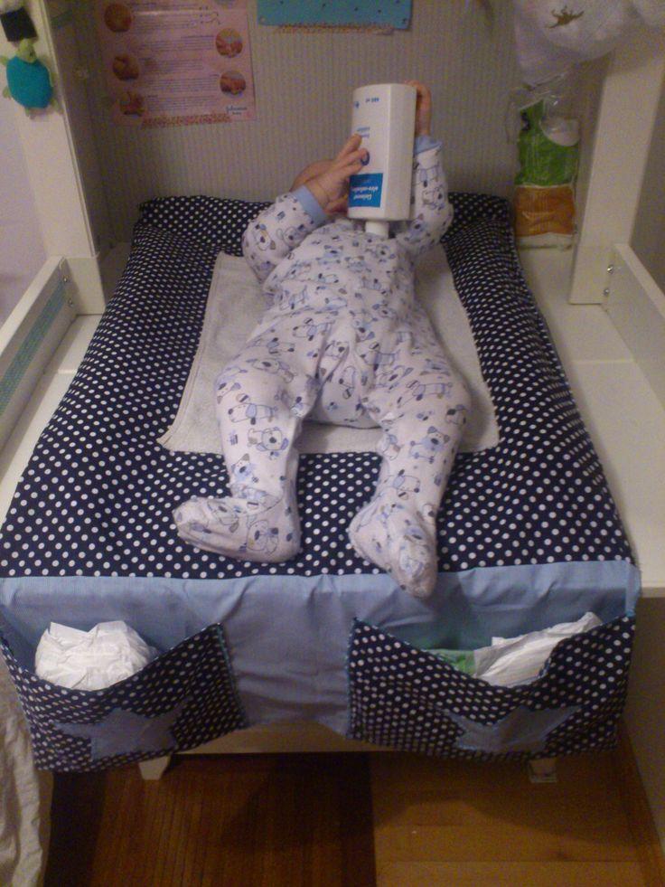 17 meilleures id es propos de tables langer sur pinterest stockage de couche chambre b b. Black Bedroom Furniture Sets. Home Design Ideas