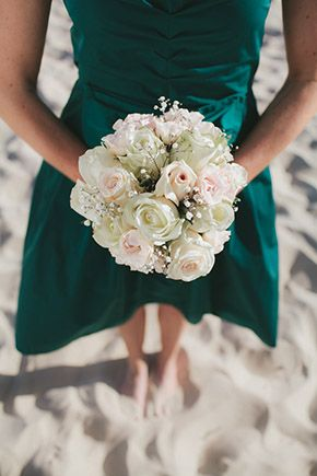 wedding flowers for the beach// Australia destination wedding at the beach// photography by: www.hilarycam.com.au/