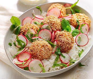 Recept: Falafel på sötpotatis med limekräm