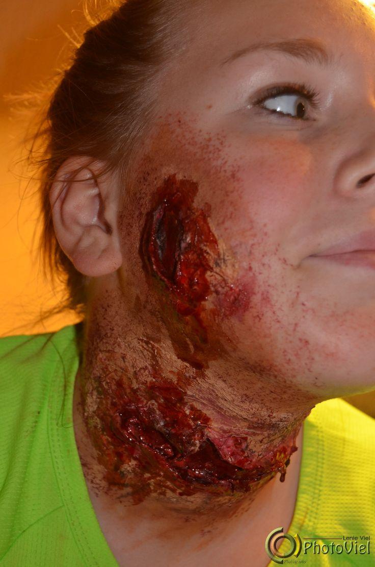 Slashed throat.. en wounded cheek..
