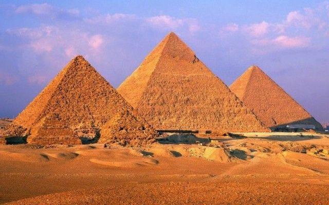 Scoperta pazzesca: due stanze segrete nella tomba di Tutankhamon Questa è una scoperta che potrebbe cambiare la storia, del resto lo ha detto lo stesso Ministro delle Antichità egiziano, Mamdouh el-Damaty. Alcuni archeologi, che erano a lavoro nelle stanze di Tuta