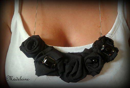 -Madeleine- / black roses necklace