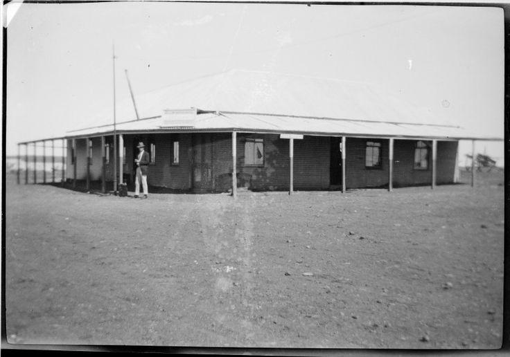 219175PD: Yellow Aster Hotel, Mount Sir Samuel, 1913 http://encore.slwa.wa.gov.au/iii/encore/record/C__Rb3787002?lang=eng