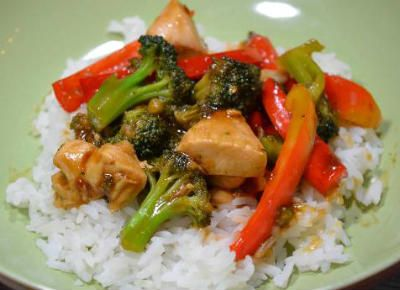 A delicious Chinese stir-fry with chicken, oranges and vegetables