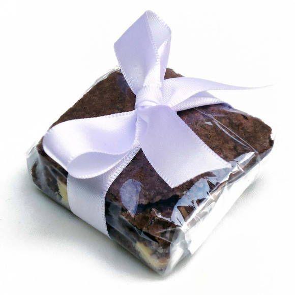 Brownie de chocolate com as seguintes opções: pedaços de chocolate, pedaço de chocolate branco e nozes. R$ 2,00