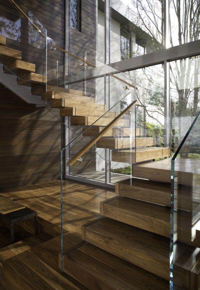 glass + wood staircase / Belzberg Architects