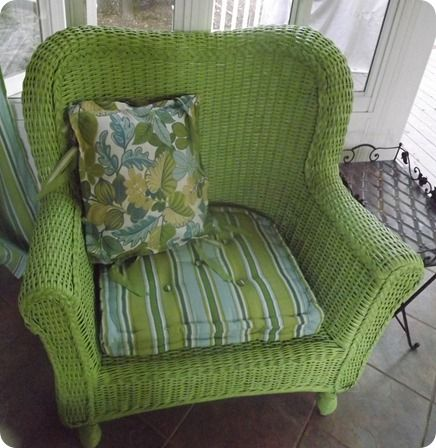 Love the color! Rustoleum's Green Apple. I may have to spray paint the chairs in the backyard.