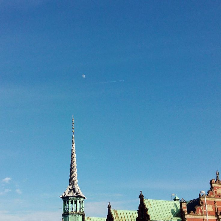 The Stock Exchange tower points to the #moon... and fails.  #Copenhaguen #Denmark #Europe