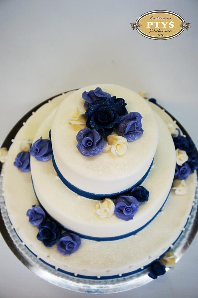 fioletowo- szafirowo tort weselny