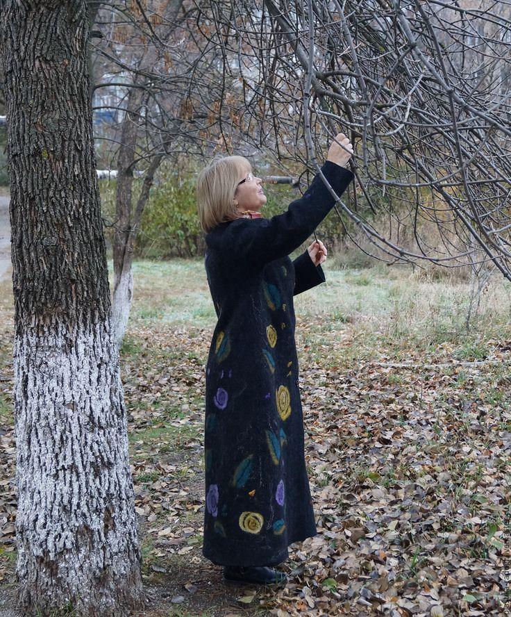 Купить Пальто валяное женское  Осенние цветы - черный, цветочный, валяное пальто, пальто из шерсти