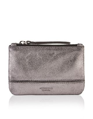 Our Helena metallic leather coin purse is embossed with the signature Accessorize logo, and has a zip-top fastening.