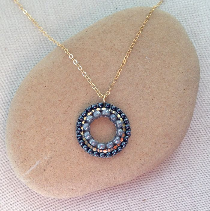 Lisa Yang's Jewelry Blog: Brick Stitch Around the Inside and Outside of a Frame
