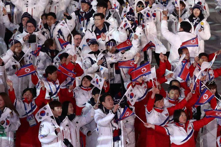El equipo de Corea y de la República de Corea durante el desfile de clausura de los Juegos Olímpicos de Pyeongchang, el 25 de febrero de 2018.