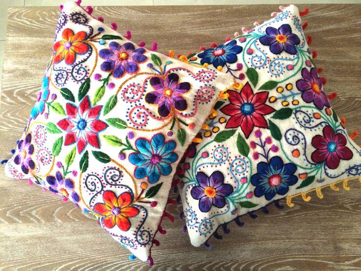 Almohada fundas bordadas de lana de oveja y alpaca de flores 16 x 16 a mano Set de 2 crema de khuskuy en Etsy https://www.etsy.com/es/listing/243949857/almohada-fundas-bordadas-de-lana-de