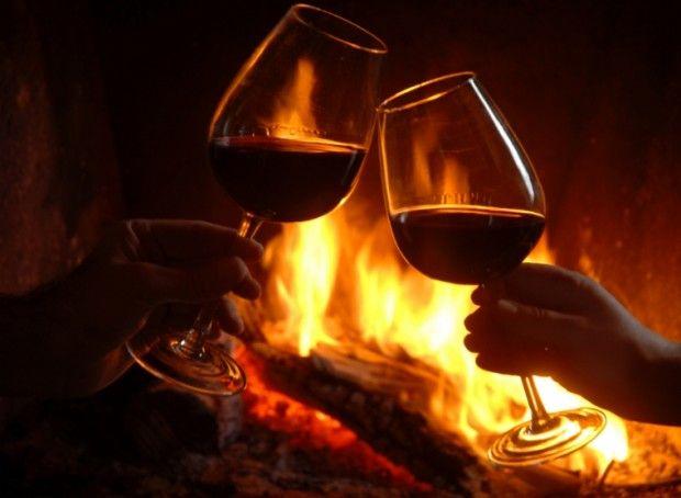 WE SAN VALENTINO - Alloggi romantici immersi in borghi senza tempo, tra silenzi del bosco e fascino della montagna. 3 giorni/2 notti in cui condividere passioni, buona tavola, preziosi attimi, piccole attenzioni e tanta tenerezza. 2 Pernottamenti presso l'A.D.Comeglians, 1 Cena con menù romantico (aperitivo di benvenuto, antipasto, primo, secondo da condividere, dolce, ½ l di vino e ½ l di acqua), 1 Cestino colazione,1 trattamento benessere di coppia Info:http://goo.gl/mXm0zS