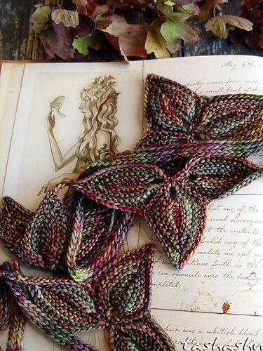 Knitted Border Leaves.