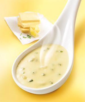 Sauce beurre citron rapide Ingrédients (pour 4 personnes) : - 30 g de beurre - 20 cl de crème fraîche - 2 cuillerées à café de jus de citron - ciboulette fraîche ou déshydratée Dans un récipient allant au micro onde, mettre le beurre et faire fondre 1 minute puissance 800 watts. Ajouter la crème fraîche, puis remettre au micro-ondes durant 1 minute puissance 800 watts. Ajouter le jus de citron et la ciboulette (plus ou moins selon les goûts), assaisonner avec poivre et sel, c'est prêt !!
