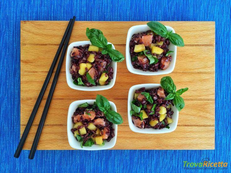 Riso Venere con sashimi di salmone e pesche  #ricette #food #recipes