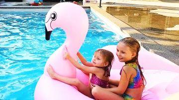 Алиса и ГИГАНТСКИЙ Фламинго Игры в Бассейне Алиса может плавать под ВОДОЙ НОВЫЙ СЕЗОН http://video-kid.com/16404-alisa-i-gigantskii-flamingo-igry-v-basseine-alisa-mozhet-plavat-pod-vodoi-novyi-sezon.html  Алиса ПЛАВАЕТ на ОГРОМНОМ НАДУВНОМ ФЛАМИНГО Научилась нырять и Плавать под ВодойКОНКУРС на 5 ГИРОСКУТЕРОВ среди подписчиков ! УСЛОВИЯ : КАК ТОЛЬКО на одном из НАШИХ 8-ми каналов будет 500 000 подписчиков , МЫ РАЗЫГРАЕМ первые 5 ГИРОСКУТЕРОВ !1) КАНАЛ Мамы и Папы ( Maxim Rogovtsev ) - 2)…