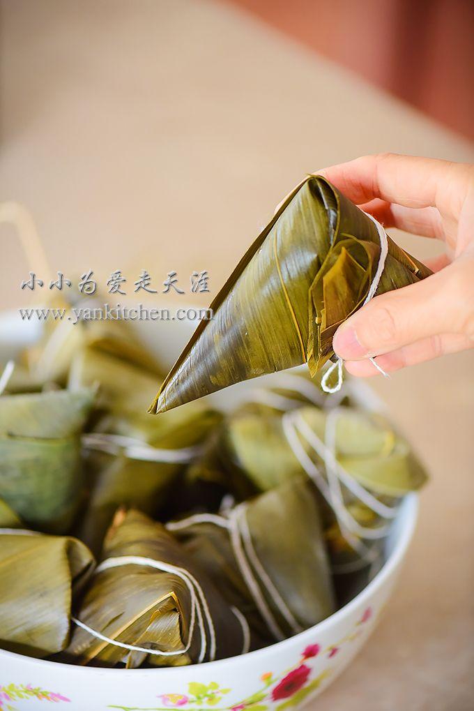 中文菜谱: 五花肉碗豆粽子  Today is the Chinese Dragon Boat Festival. According to tradition, we eat  rice dumplings wrapped in bamboo leaves!  Rice dumplings come in many different shapes with all kinds of different  fillings. The one thing remains the same is the key ingredient: sweet  rice. Maybe it is more appropriate to call it sweet rice dumplings?  O(∩_∩)O~  I use sweet rice, split peas and pork belly; simple but they bring tons of  flavors.  Ingredients:  2 to 2 1/2 pounds sweet rice 1 1/2…