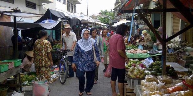 Pasar Prembaen or Prembaen Market the traditional market in Semarang.  http://www.goindonesia.com/id/indonesia/jawa/semarang/belanja/pasar_tradisional_semarang/pasar_prembaen