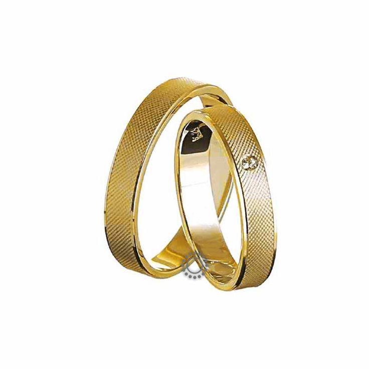 Ελληνικές γαμήλιες βέρες μοντέρνες και κλασικές με την υπογραφή του Χρήστου Τσέλου. Γαμήλιες βέρες Τσέλος Ε228ΚΜ4-Ε228ΚΜΠ4. Ελληνικός σχεδιασμός και κατασκευή βερών. Βέρες γάμου σε κλασικό σχήμα και ελαφρώς καμπυλωτή γυαλιστερή επιφάνεια σε Κ14 ή Κ18 χρυσό   Βέρες γάμου & αρραβώνα ΤΣΑΛΔΑΡΗΣ στο Χαλάνδρι #Tselos #βερες #γαμου #wedding #rings
