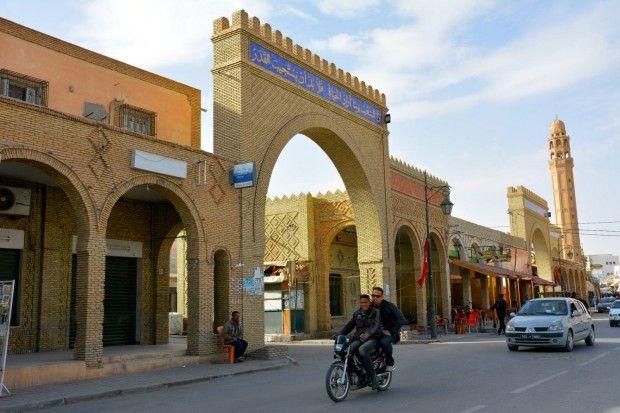 La strada principale di Tozeur (foto Lucrezia Argentiero) Tunisia. Emozioni dal profondo Sahara
