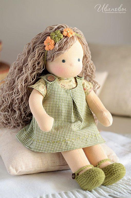 Muñeca de punto con pelo de lana