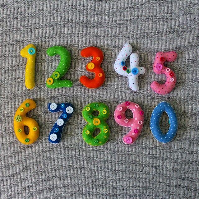 «Сшила еще один наборчик для изучения цифр и счета! Они становятся популярными На каждой цифре соответствующее количество пуговичек, а ноль - моя фишка -…»