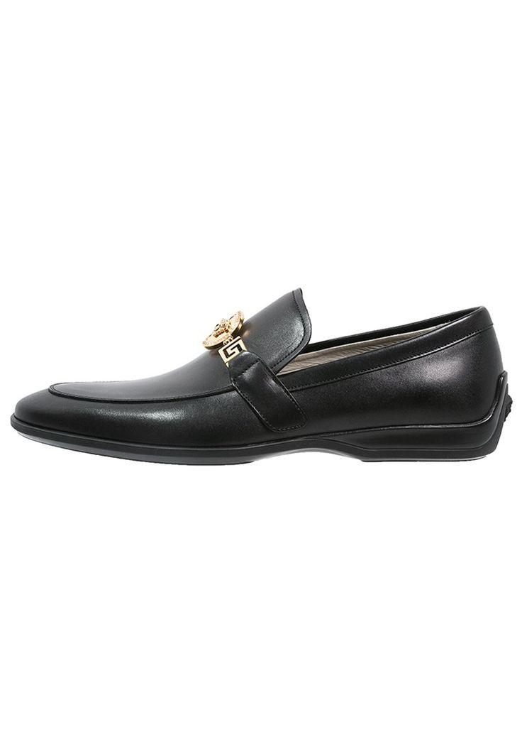 Versace Eleganckie buty black 2,149.00zł materiał zewnętrzny: skóra cielęca, materiał wewnętrzny: skóra, podeszwa: tworzywo sztuczne, wyściółka: skóra #moda #fashion #men #mężczyzna #versace #eleganckie #buty #black #męskie #wsuwane #skóra #skórzane #czarny