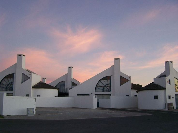 Op 'n Slakkepas 34 - Self-catering town house, which is in a secure complex in the tranquil seaside location of Dwarskersbos, Cape Town, and is only a 150m walk to the beach. The complex has a swimming pool. Dwarskersbos is ... #weekendgetaways #dwarskersbos #southafrica