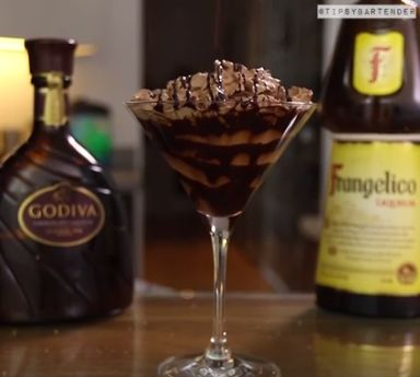 Mississippi Mudtini - For more delicious recipes and drinks, visit us here: www.tipsybartender.com