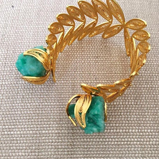 The one, the only , the raw emerald vine cuff  #tresalmas #pinaroyalcollection #colombia #rawemerald