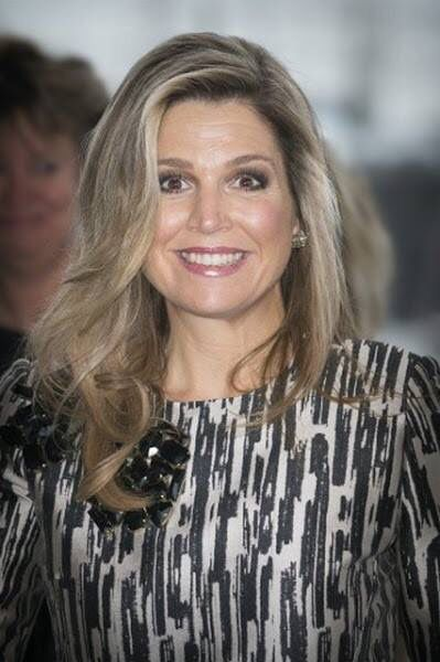 Queen Maxima presented the award from the Prince Bernhard Culture Price 2015  at the Muziektheater on November 30, 2015 in Amsterdam.