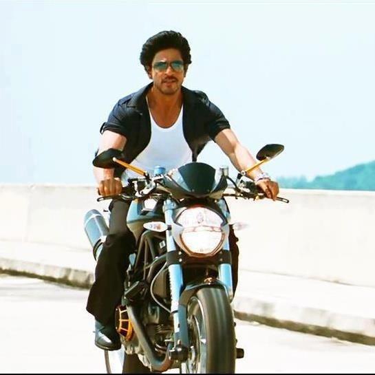 Don ko pakad na mushkil hi nahi...you know it. .... Shah Rukh Khan in the final scene - Don 2 (2011)