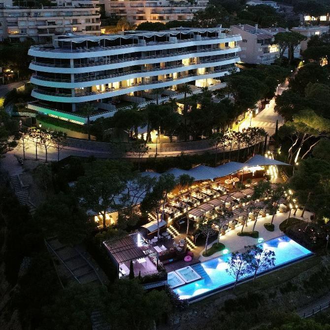 Referencia De Obra Mapei El Hotelalàbriga Home Suites Inaugurado En Julio De 2017 Ha Sido Reconocido Como Uno De Los Mejores Hotel Hoteles Arquitectura