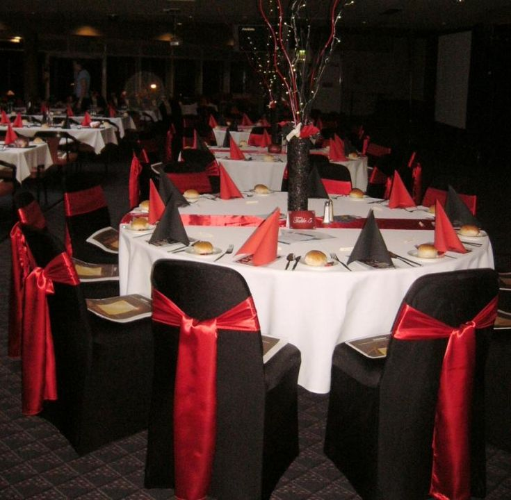 Red And Black Wedding Theme Table Decoration