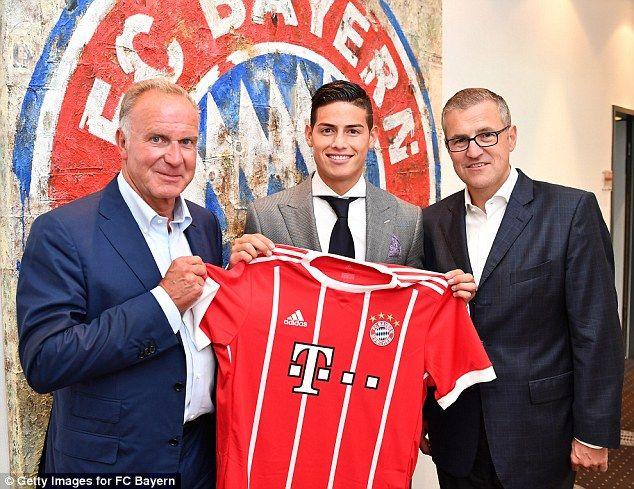 He was unveiled alongside CEOKarl-Heinz Rummenigge annd CFOJan-Christian Dreesen