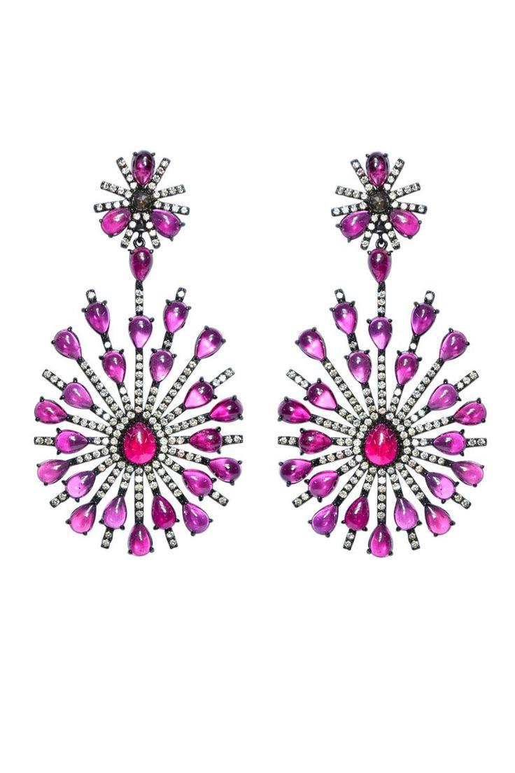 Pendientes con piedras preciosas en tonos rosados sobre plata rodiada con diamantes, de Sutra