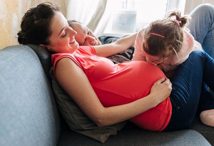 Vorfreude auf das Geschwisterchen – Babybauchfotos in Hamburg {Foto + Film}