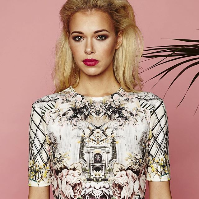 shopAEON, the online ladies fashion store in London offer an exclusive collection of women's fashion.