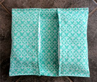 Diaper/Wipe Clutch Tutorial I'm thinking of doing these for bigger kids to match their wheelchair bags.