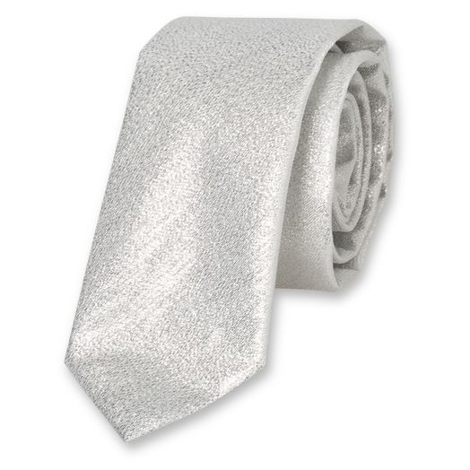 Jouez l'originalité chic avec ces cravates argentées. Optez pour une belle cravate argentée pour ensoleiller vos journées de bureau ou pour briller lors d'une soirée. Pour les soirées branchées et à thème, où il s'agit de se faire remarquer, nous vous rec